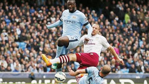 Trước Aston Villa (giữa), Man City phải toát mồ hôi mới giành nổi 3 điểm