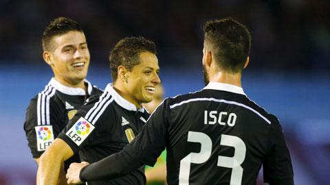 Chicharito (giữa) thể hiện phong độ ấn tượng với cú đúp bàn thắng