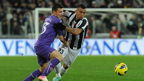 Fio sẽ cản Juve (phải) đăng quang ở vòng đấu này