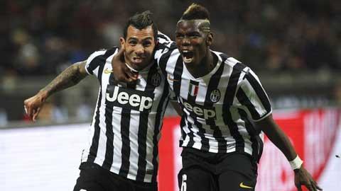 Tevez (trái) giữ vai trò quan trọng hơn Pogba trong thành công của Juventus mùa này