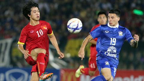 Tristan Đỗ tin rằng U23 Việt Nam (trái) sẽ gặp U23 Thái Lan ở chung kết