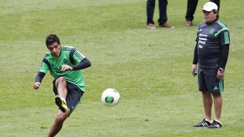 HLV Herrera phải tìm cách giúp Jimenez phát huy tối đa khả năng săn bàn