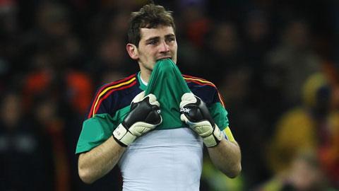 Sau bao danh hiệu giành về cho Real, Casillas vẫn không thể hoàn thành giấc mơ treo găng tại Bernabeu