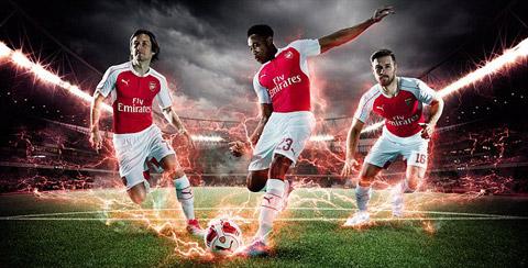 Rosicky - Weslbeck - Ramsey trong mẫu áo đấu sân nhà của Arsenal