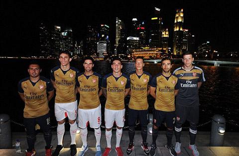 Arsenal ra mắt mẫu áo đấu sân khách trong tour du đấu tại Singapore