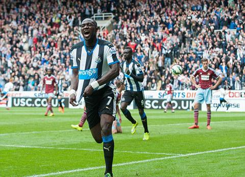 Mẫu áo đấu sân nhà của Newcastle