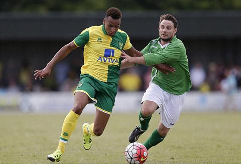 Norwich và mẫu áo đấu sân nhà