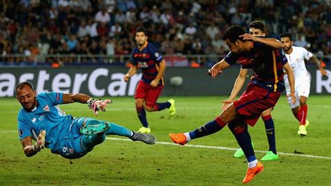 Pha ghi bàn của Pedro vào lưới Sevilla giúp Barca giành Siêu cúp