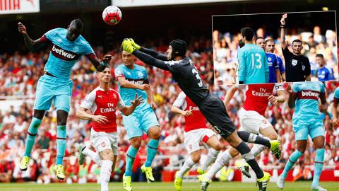 Cả hai thủ thành được đánh giá rất cao là Courtois và Cech đều mắc lỗi ở vòng 1