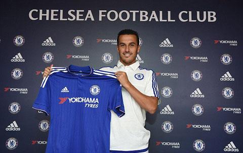 Pedro trong buổi lễ ra mắt Chelsea