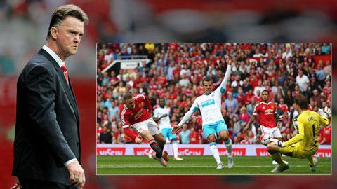 HLV Van Gaal vẫn tỏ ra cứng nhắc trong cách triển khai lối chơi cho M.U