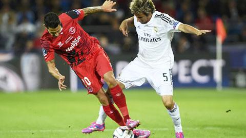 Coentrao (phải) sắp gia nhập PSG theo hợp đồng cho mượn kéo dài 1 năm