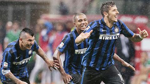 Jovetic (phải) tỏa sáng với bàn thắng duy nhất giúp Inter đánh bại Atalanta