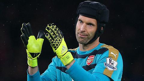 Petr Cech thi đấu xuất sắc với 8 tình huống cứu thua xuất sắc