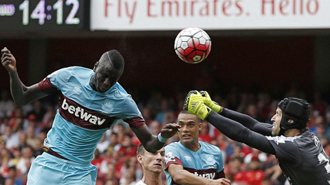 Arsenal mới chỉ giành được 1 điểm trên sân nhà sau 2 trận ở mùa giải 2015/16