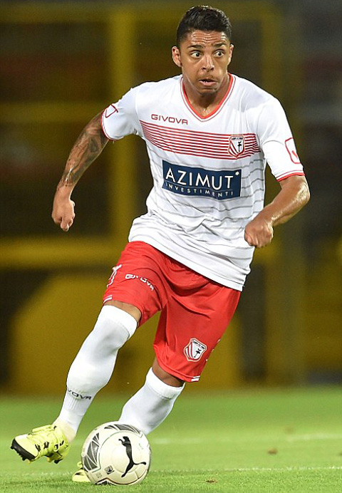 Wallace đã được cho mượn ở 3 đội bóng khác nhau kể từ khi gia nhập Chelsea vào năm 2013