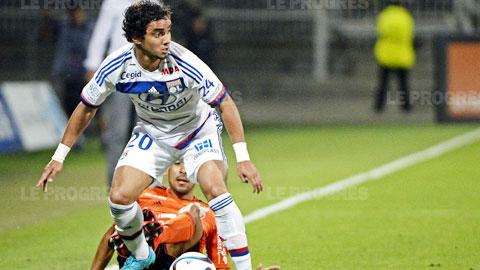 Theo Sir Alex, Lyon là bến đỗ lý tưởng để Rafael da Silva phát huy khả năng