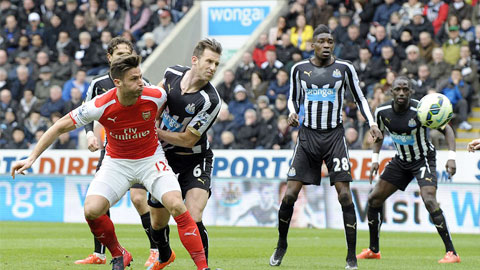 Giroud giúp Arsenal thắng Newcastle trên sân khách mùa trước