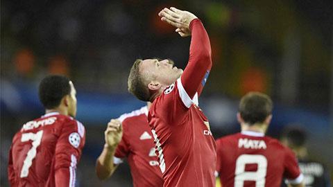 Rooney ăn mừng cú hat-trick vào lưới Brugge