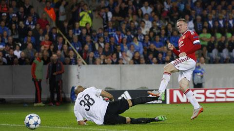 Hat-trick của Rooney và bàn ấn định tỷ số 4-0 của Herrera (ảnh trong bài) rạng sáng qua đã đưa M.U trở lại Champions League sau 16 tháng vắng mặt
