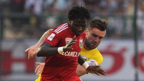 B.BD (áo đỏ) đã tạo cách biệt 5 điểm với Thanh Hóa. Ảnh: Đình Nguyễn