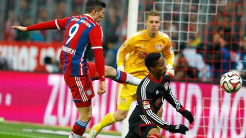 Bayern (bìa trái)sẽ phải lấy công bù thủ trong trận gặp Leverkusen