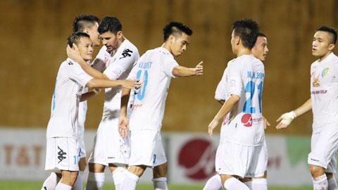 Thành Lương (bìa trái) là người mở màn cho chiến thắng của HN.T&T
