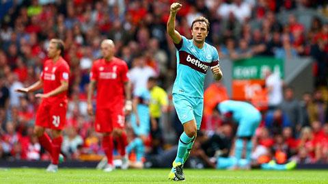 Noble ăn mừng bàn nhân đôi cách biệt vào lưới Liverpool