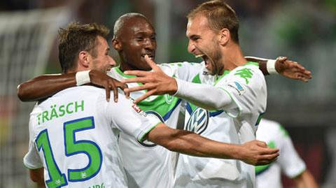 Wolfsburg dễ dàng vùi dập Schalke trên sân nhà