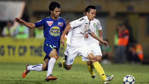 Công Phương và các đồng đội sẽ khó vượt được những đàn anh đến từ Hà Nội T&T ở vòng 24.
