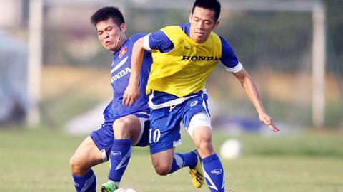 Những cầu thủ có phong độ cao và dày dạn kinh nghiệm như Văn Quyết (phải) chắc chắn sẽ được HLV Miura triệu tập