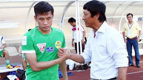 HLV Vũ Quang Bảo và tiền vệ Quế Ngọc Mạnh của XSKT.CT đều là người xứ Nghệ