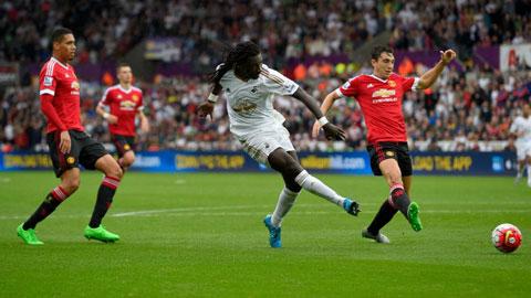 lần thứ 3 liên tiếp gục ngã trước Swansea