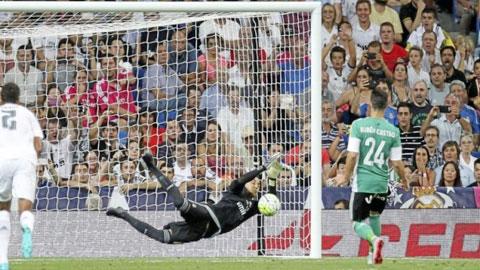 Navas xuất sắc đẩy được quả penalty ở trận thắng Betis