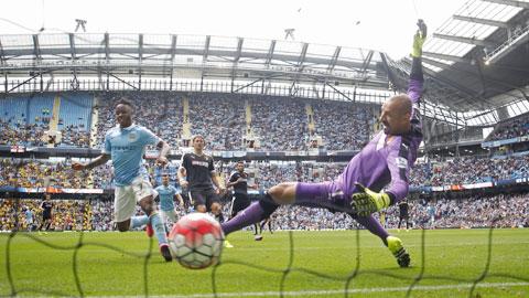 Pha ghi bàn ấn định chiến thắng 2-0 của Sterling cho Man City trước Watford