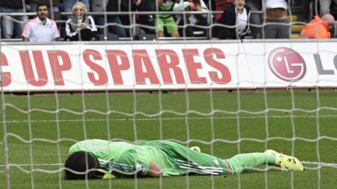 Nỗi thất vọng của Romero sau khi thủng lưới