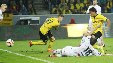 Kagawa (phải) có trận đấu gần như hoàn hảo trước Hertha