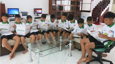 Học viện bóng đá NutiFood HAGL Arsenal-JMG đã khai giảng khóa đầu tiên với 10 thí sinh