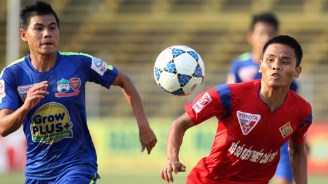 Là tiền vệ nhưng Lê Văn Thắng (phải) đã ghi được 16 bàn sau 24 trận