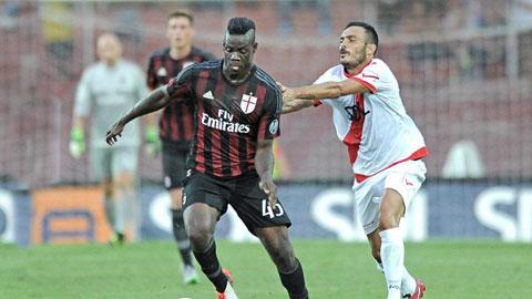 Balotelli để lại dấu giày trong cả 3 bàn thắng của Milan trong trận ra mắt
