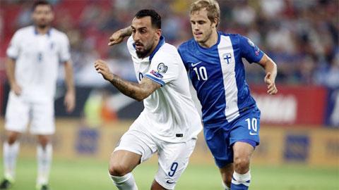 Hy Lạp (áo trắng) không thể thắng Phần Lan để duy trì hy vọng