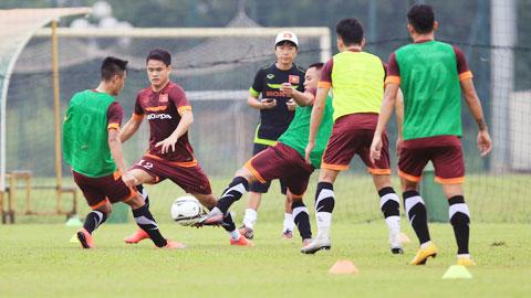 Ngay sau khi đặt chân đến Đài Loan, các tuyển thủ Việt Nam đã bước vào tập luyện chuẩn bị cho trận đấu với đội chủ nhà