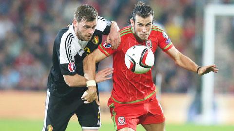 Với phong độ lên cao, Bale (phải) đủ sức đưa Xứ Wales đi tới chiến thắng