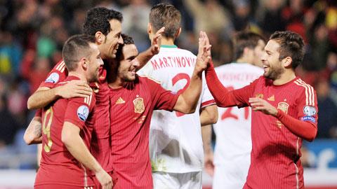 Các tuyển thủ Tây Ban Nha đang hưng phấn sau chiến tích lần đầu vươn lên ngôi đầu bảng C