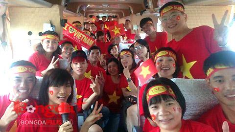 Những chuyến xe đang đưa CĐV Việt Nam tới sân Municipal