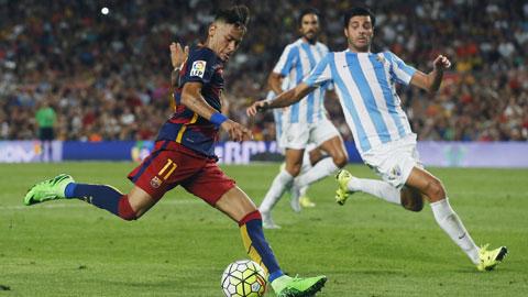 Neymar (trái) chỉ có đúng 2 cú sút về phía khung thành Malaga ở vòng 2 La Liga vừa qua