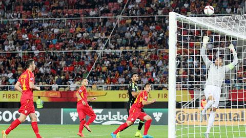 Các cầu thủ Tây Ban Nha đã hoàn toàn áp đảo Macedonia ở trận đấu rạng sáng qua