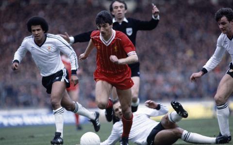 Liverpool ngược dòng thắng M.U ở chung kết cúp Liên đoàn