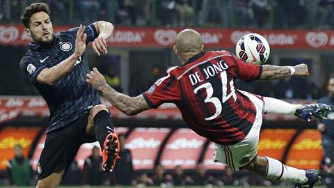 Milan (phải) và Inter sẽ trình diễn một trận đấu cực kỳ quyết liệt đêm nay