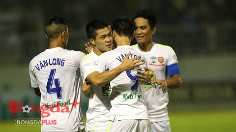 Chỉ cần 1 điểm nữa, HA.GL sẽ có thể trụ hạng V.League - Ảnh: Minh Trần
